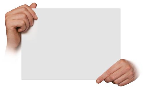 Ruce držící papír